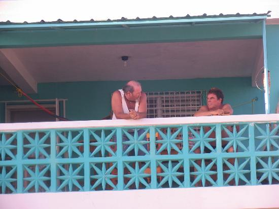 The Sea Breeze Hotel: Dale & Gwyn on Balcony