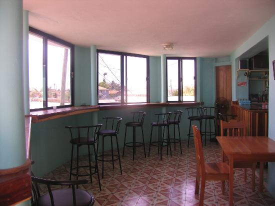 The Sea Breeze Hotel: Sea Breeze Bar