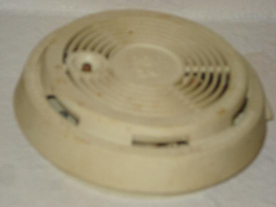 San Juan Motel: Non-functioning smoke alarm (no battery), but plenty of mold and battery acid.