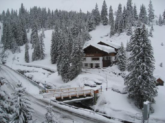 Hotel Lech and Pension Chesa Rosa: A view from our room - suite window