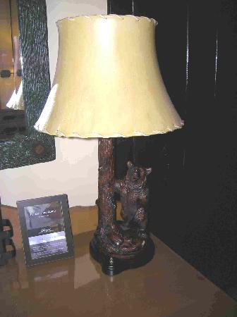Fairmont Le Chateau Montebello: Bear Lamp