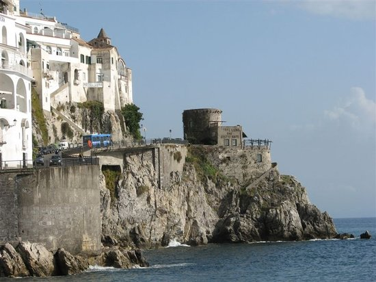 Amalfi, Italien: The bus goes on
