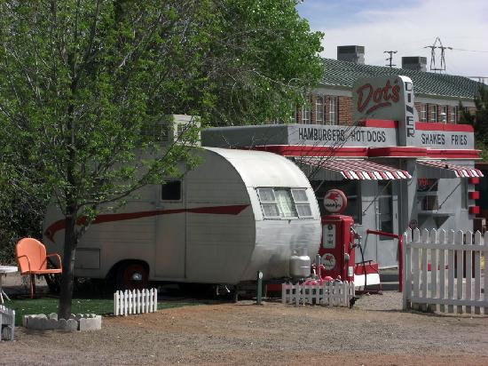 Shady Dell RV Park: Dots diner and a teardrop trailer at the edge of the park