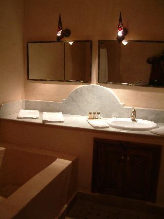 Riad L'Emir: Bathroom