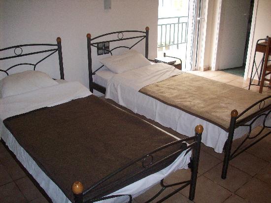 Hotel Brazil Inn: our room (triple)