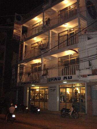Hotel Chau Au Europa: Outside of Europa at night.