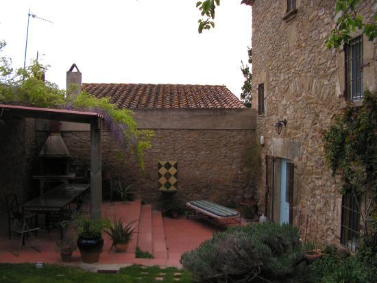 Las Nenas B&B : The courtyard at Les nenes