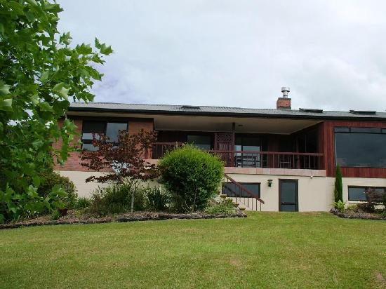 Morepork Riverside Lodge : The House