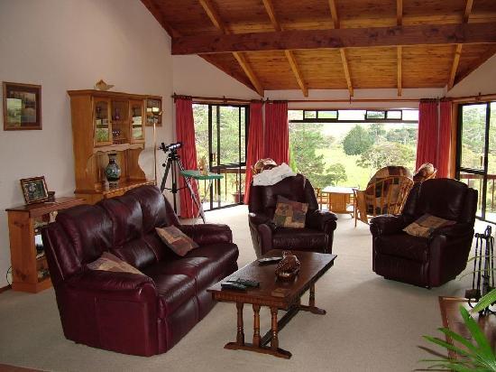 Morepork Riverside Lodge : The Lounge