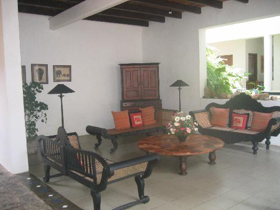 Barberyn Reef Ayurveda Resort: One of the lounge areas near the lobby