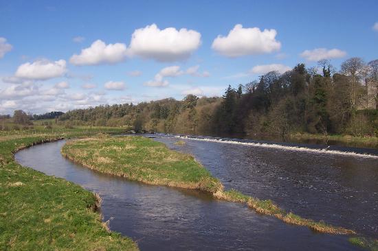 Slane Farm Hostel: River Boyne.