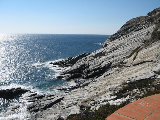 Hotel Rocamar: view from Cala Nans lighthouse
