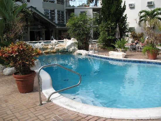 فريبورت ريزورت آند كلوب: Pool and sunning area