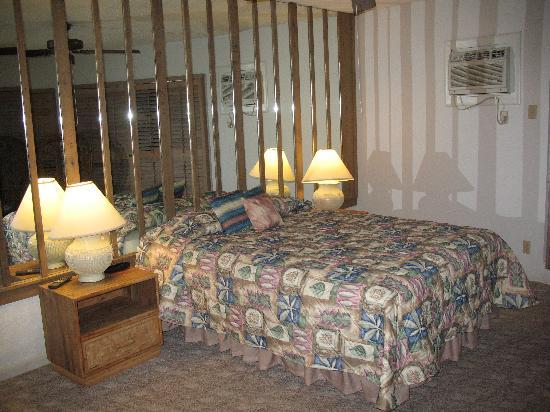 Freeport Resort & Club: Bedroom with King