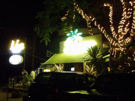 Banana Beach Club: front of the bar at night