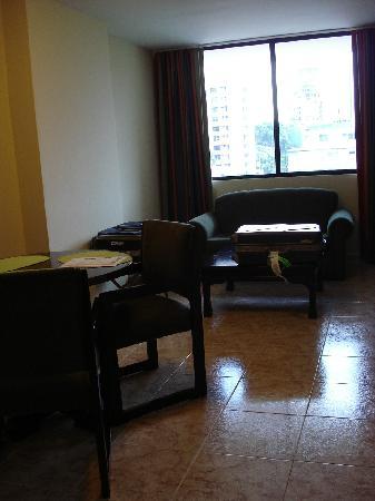Sevilla Suites Apart-Hotel: Vista del living comedor