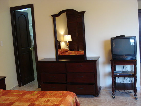 Sevilla Suites Apart-Hotel: Comoda y espejo