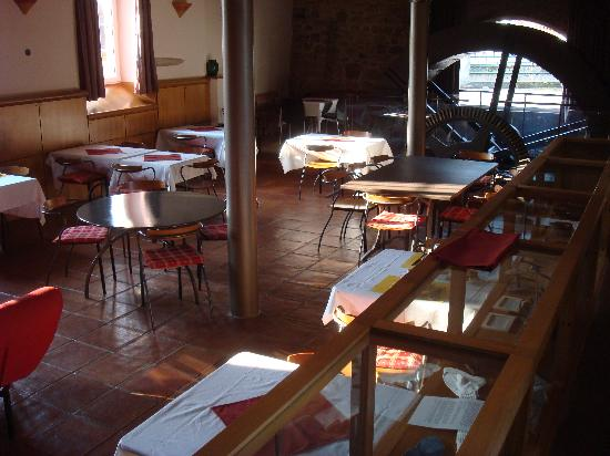 Le Zinck Hotel: water wheel and dining room
