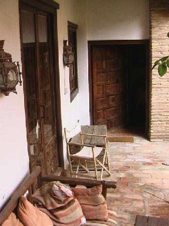 Casa Del Aljibe Guest House: Outside our room