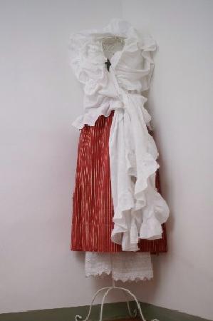 Villa de Lorgues: costume provençal dans la montée d'escalier