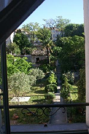 Villa de Lorgues : le jardin vu de la chambre