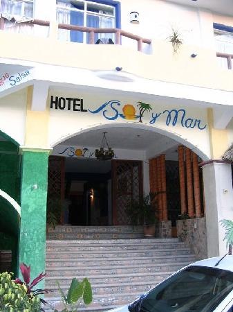 Hotel Sol Y Mar - entrance