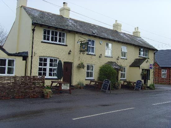 The Chetnole Inn: View from outside