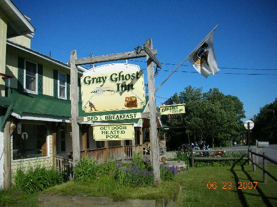 Gray Ghost Inn : The welcome sign