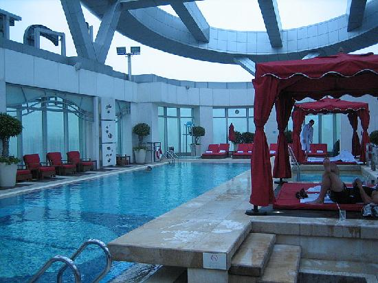Cordis, Hong Kong at Langham Place: Beautiful rooftop pool