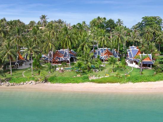 Baan Putaraksa: Blick auf das Beachvillas resort mit dem dazugehörigen Strand