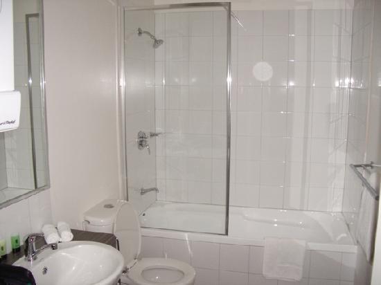 Quest Sale Serviced Apartments: Bath