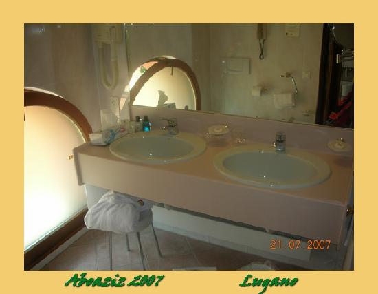 Lugano Dante Center Swiss Quality Hotel: suite Bathroom