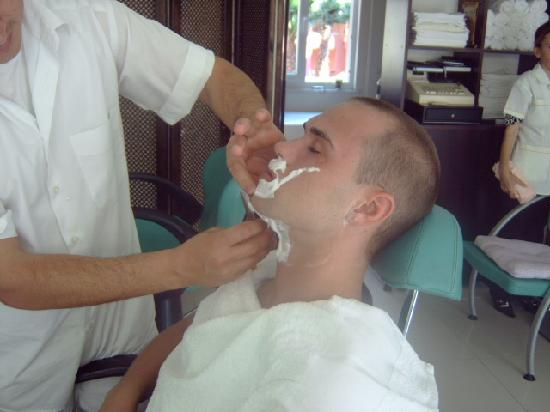 Mellis Beach Hotel: close shave