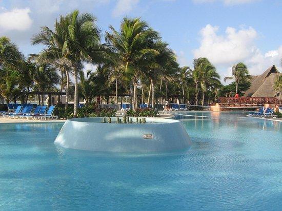 Hotel Barcelo Maya Beach: piscina