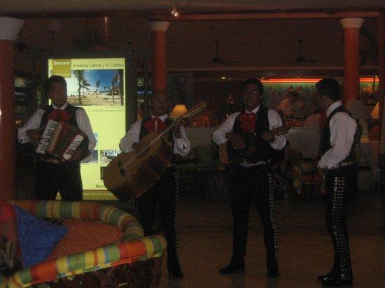 Hotel Barcelo Maya Beach: marichi nella hall