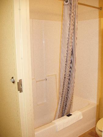 Extended Stay America - Austin - Downtown - 6th St.: Shower - drains well!