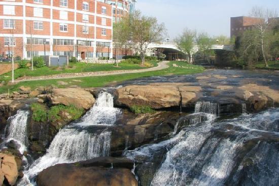 ฟอลส์ปาร์คออนเดอะรีดดี: Falls Park On The Reedy