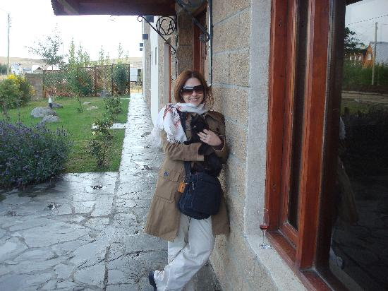 Hosteria Koi Aiken: gatito muy simpatico cerca del hotel nos dio la bienvenida