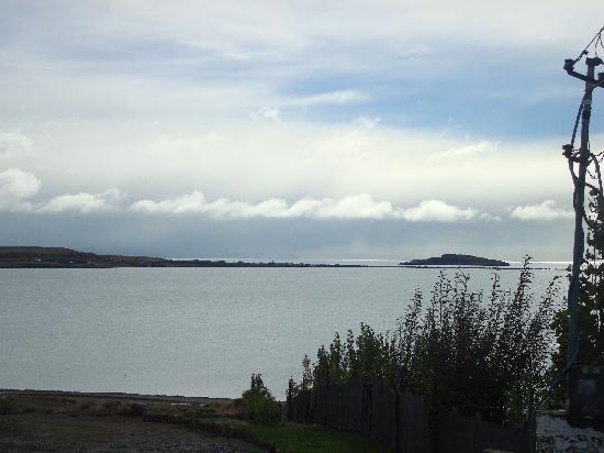 Hosteria Koi Aiken: Vista del lago argentino desde el salon de desayunos