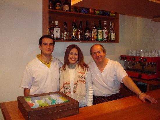Hosteria Koi Aiken: Pablo, servidora y Oscar... los encargados de darle sabor a nuestro paladar...