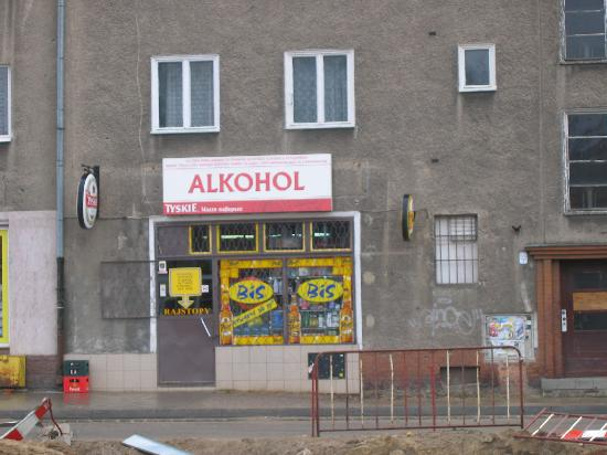System Hotel Wroclaw: Local corner shop - catered for all our needs!!