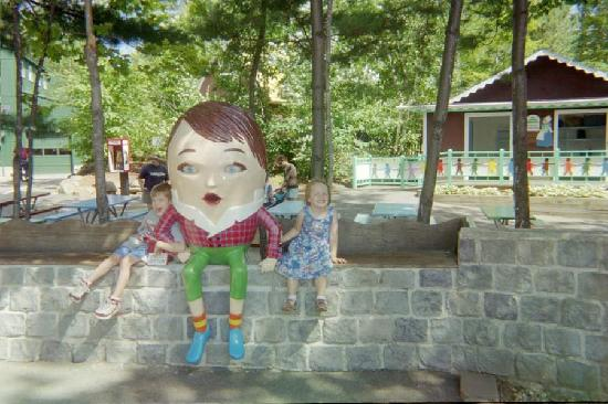 Glen, NH: Kids with Humpty Dumpty