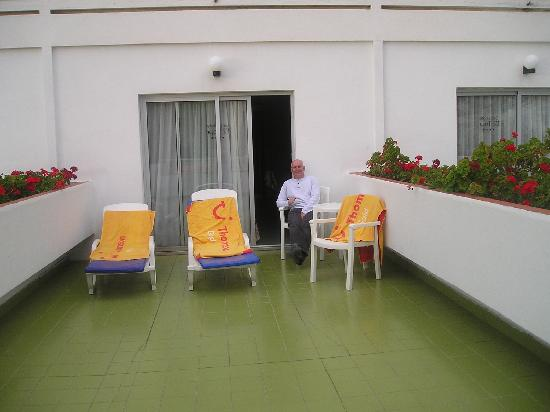 Hotel El Tope: same patio