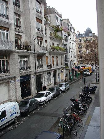 Danemark Hotel: View down rue Vavin from Room 2