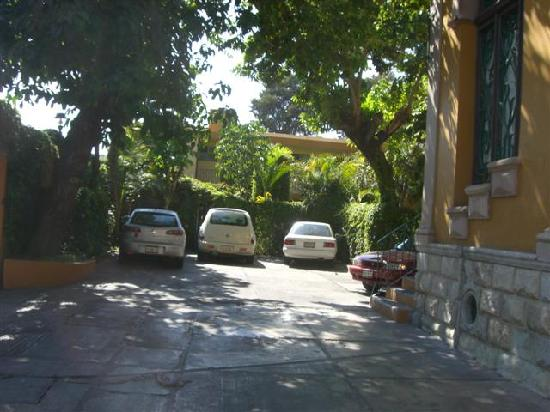 La Casona del Llano: Parking area