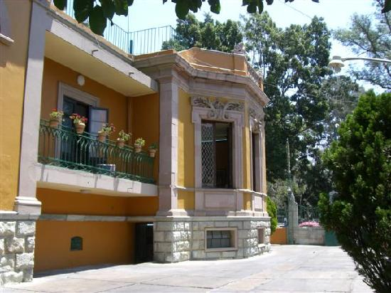 La Casona Del Llano: View from Parking area