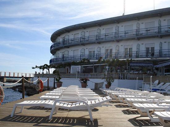 Hotel Juanito Platja: Vista exterior del Hotel y el Beach Solarium