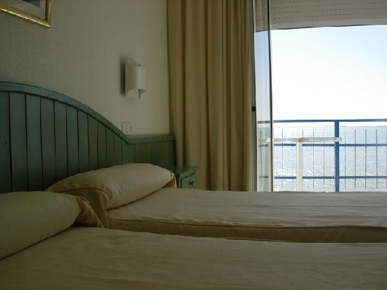 Hotel Juanito Platja: Foto de una habitación Doble con la terraza sobre el mar