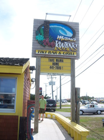 Mama Kwan's Grill & Tiki Bar: the sign to the restraunt