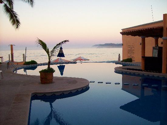 Barra de Navidad, Mexico: Beach front pool